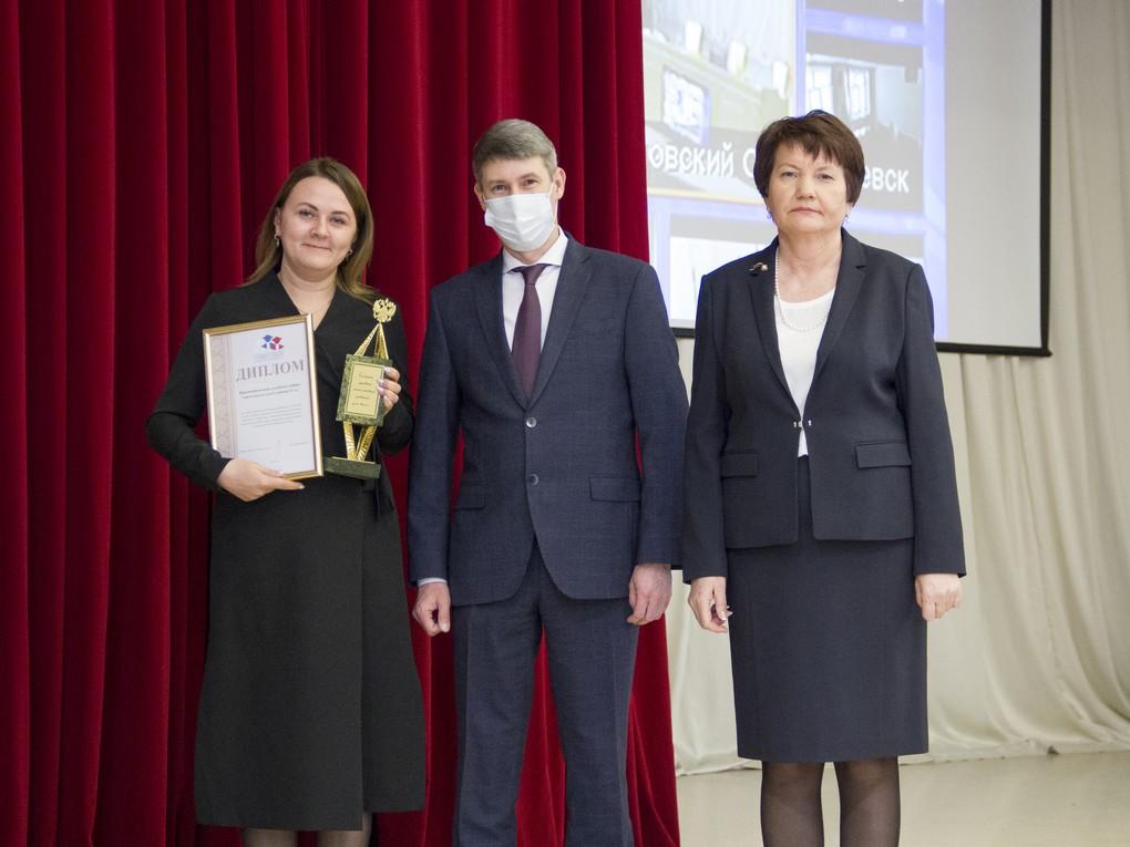 По итогам прошедшего года в Свердловском областном суде Красноуральскому судебному району был вручен диплом за первое место и переходящий приз «Зерцало правосудия».