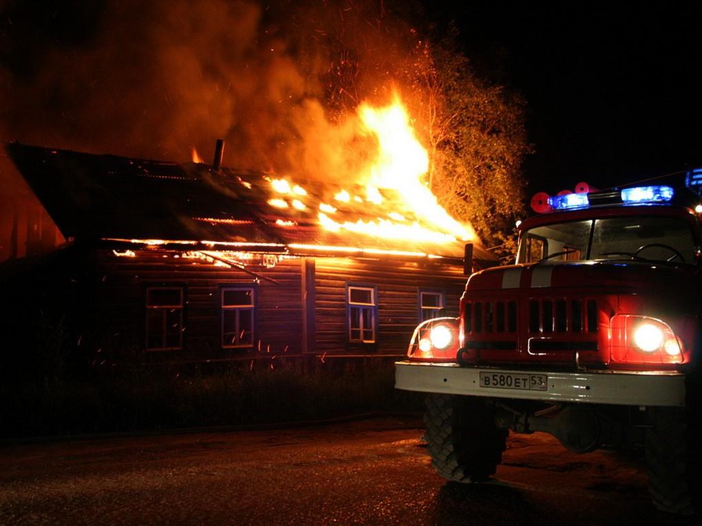 25 февраля в 23-10 ч. на пункт связи 163 пожарно-спасательной части поступило сообщение от жительницы Красноуральска о том, что горит дом №5 по улице Кирпичной.