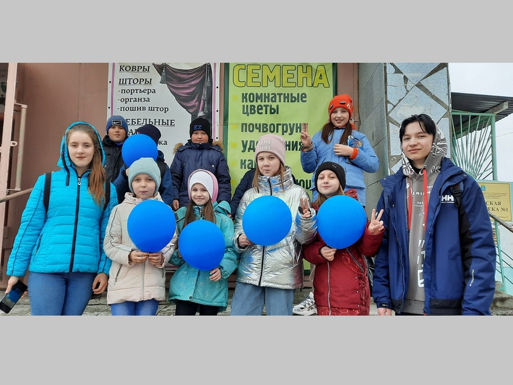 """2 апреля прошла всемирная акция """"Зажги синим"""" в знак солидарности с людьми с аутизмом и их семьями. Проект был запущен в 2005 году"""