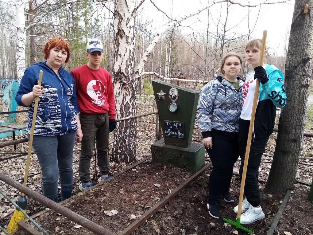 5 мая ребята из клуба «Радуга» привели в порядок захоронения земляков – ветеранов Великой Отечественной войны.