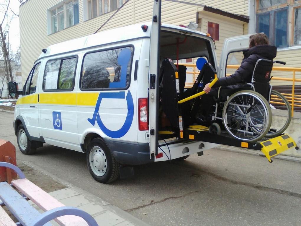 У инвалидов-колясочников, приезжающих в столицу Урала на общественном транспорте, появилась возможность бесплатно перемещаться