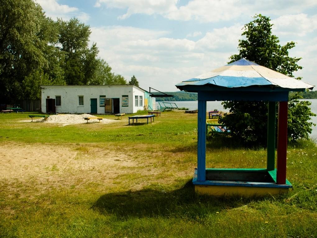 В Кушве с 15 июня начинает свою работу станция Водная, но купаться в пруду запрещено, как и выпивать, и выгуливать собак.