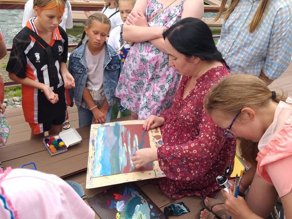 24 июля на набережной городского пруда в Верхней Туре состоялся праздник музыки и живописи «Летний вечер искусств»