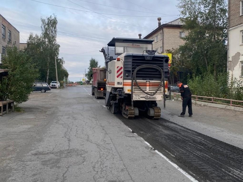 В Красноуральске продолжаются дорожные ремонты